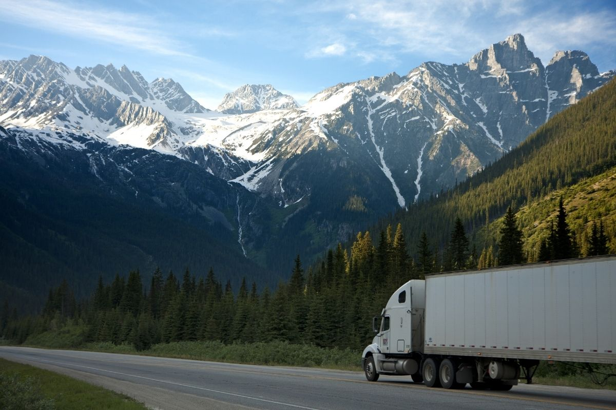 8 Tips for Moving Furniture Across Canada